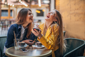 How To Spot A Fake Friend — 9 Warning Signs To Look Out For