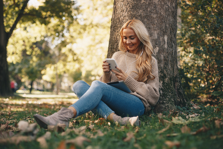 Should I Text Him? How To Decide When It's Right To Reach Out