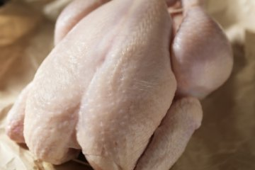 Man Cooks Raw Chicken By Slapping It For 8 Hours