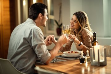 Dating 'Expert' Says Men Should Always Pay For The First Date So They Don't Look 'Cheap'