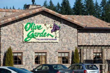 Woman Who Worked At Olive Garden For 10 Years Reveals Horrifying Restaurant Secrets