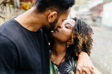12 Things That Happen To Your Body When You Kiss Someone