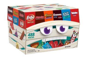Walmart Is Selling A Box With 488 Pieces Of Halloween Candy To Enjoy All Year Long