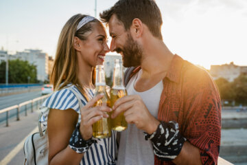 How To Date Multiple People At Once Stress-Free And Have Fun Doing It