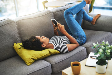 Should I Text Him Or Wait? Signs You Need To Put Down Your Phone